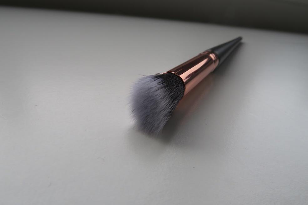 Rose Gold Glam Best Angle Angled Blending Brush