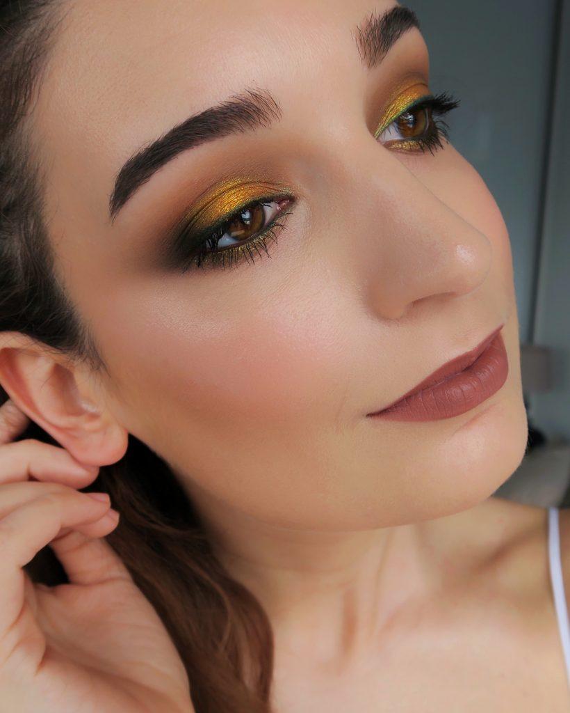 Maquillaje janire viguri amarillo